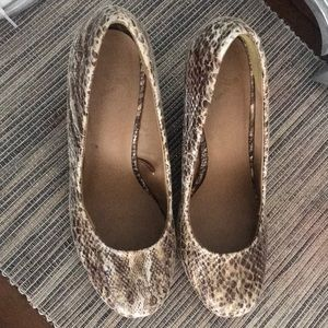 Tan/Beige Snake Skin Design Wedge Heels
